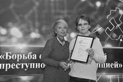 Сотруднику ОАЕ «Хронограф» Татьяне Федоровой (Котмишевой) (справа) вручили Диплом журналистского конкурса
