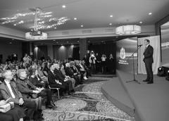 Губернатор Дмитрий Азаров поздравил журналистов с их профессиональным праздником — Днем российской печати.