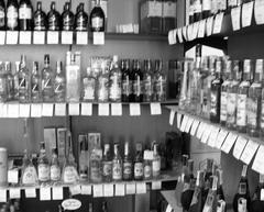 Наличие возможности торговать алкоголем позволяет торговым сетям иметь дополнительную выручку