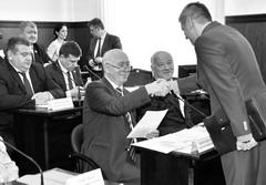 Николай Меркушкин принял от мэра Тольятти Сергея Андреева пост для передачи его новому главе города Сергею Анташеву