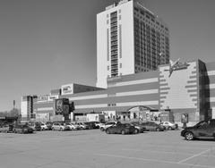 Глядя на этот торговый комплекс, было бы не лишним вспомнить о трагедии в ТК «Зимняя вишня»г. Кемерово