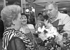 Основатель сети супермаркетов «Миндаль» Владимир Дуцев поздравляет бессме