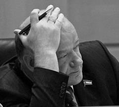 Виктору Сазонову приходится разрываться между вопросами о закупках и проблемами законотворчества
