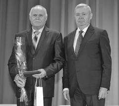 Александр Нефедов (справа) и электромонтер по испытаниям АО «ОРЭС-Тольятти» Василий Житяев (слева).