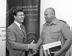 Дмитрий Азаров (слева) не сомневается в успехе сотрудничества с ГУВД Самарской област