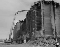 2013г.— ГК «КрашМаш» ведет снос основного объекта бывшего Самарского элеватора