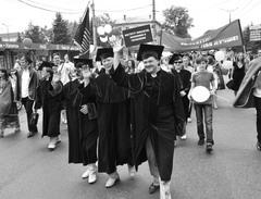 По традиции шествие выпускников возглавил ректор ТГУ— крупнейшего вуза Тольятти