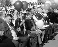 Геннадий Гридасов (первый слева) и Александр Хинштейн (второй слева) стали почетными гостями на дне открытых дверей больницы