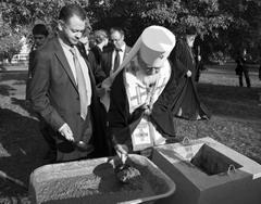 Митрополит Сергий и ректор ТГУ Михаил Криштал заложили капсулу в камень для основания университетского храма святой мученицы