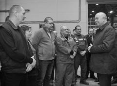 Общение с трудовым коллективом завода «Евротехника» губернатора Николай Меркушкин (крайний справа)