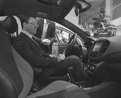 Первым официальным покупателем LADA Vesta Sport стал губернатор Самарской обл. Дмитрий Азаров