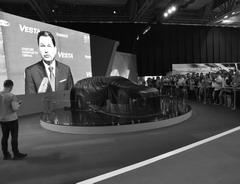 Бу Андерссон выбрал для себя способ общения с гостями и участниками XX автосалона MOTOREXPO— no телевизору