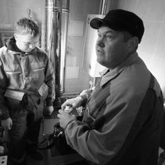 Специалисты СВГК подключают газовое оборудование в доме одного из жителей «Звездного»
