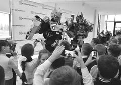 На церемонии открытия детского технопарка «Кванториум— 63 регион» в Тольятти школьников развлекали ан