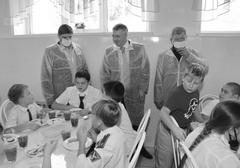 Денис Волков оценил ход исполнения поручения президента по организации бесплатного горячего питания в начальных классах