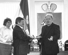 В отличие от депутатов городской думы Виктор Тархов еще остается при власти