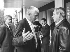 Николай Домке (слева) провел съезд лесников в гостях у Ивана Улитина (справа)