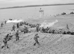 Для реконструкции Керченско-Эльтигенской битвы самарский городской пляж пришлось основательно перепахать
