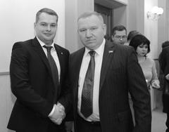 Новый глава Ставропольского р-на Владимир Медведев (слева) приступил к выстраиванию взаимодействия с местными элитами