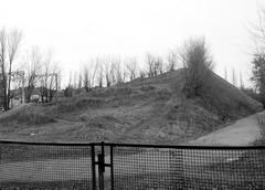 Эту кучу земли назвали «горнолыжным склоном»