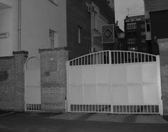 «Эл-Гранд» закрылся крепкими воротами