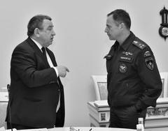 Министр Александр Ларионов (слева) разъяснил коллегам суть основных проблем экологической безопасности региона