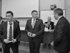 Председатель ССРО Союза машиностроителей Владимир Аветисян (справа) вручил удостоверения новым членам