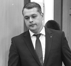 На шее у Медведева