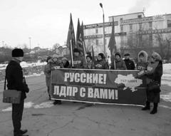 Координатор сызранского отделения ЛДПР Павел Зелюков (на фото слева) сумел провести пикет