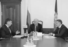 Министр транспорта и автомобильных дорог Иван Пивкин (справа) сообщил, что 300 из 1100 улиц Самары требуют ремонта