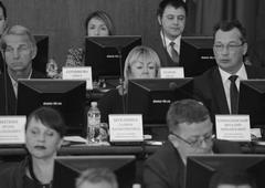 Вице-спикеру Сошниковой (в верхнем ряду в центре) будет сложно спрятаться от реальных проблем избирателей